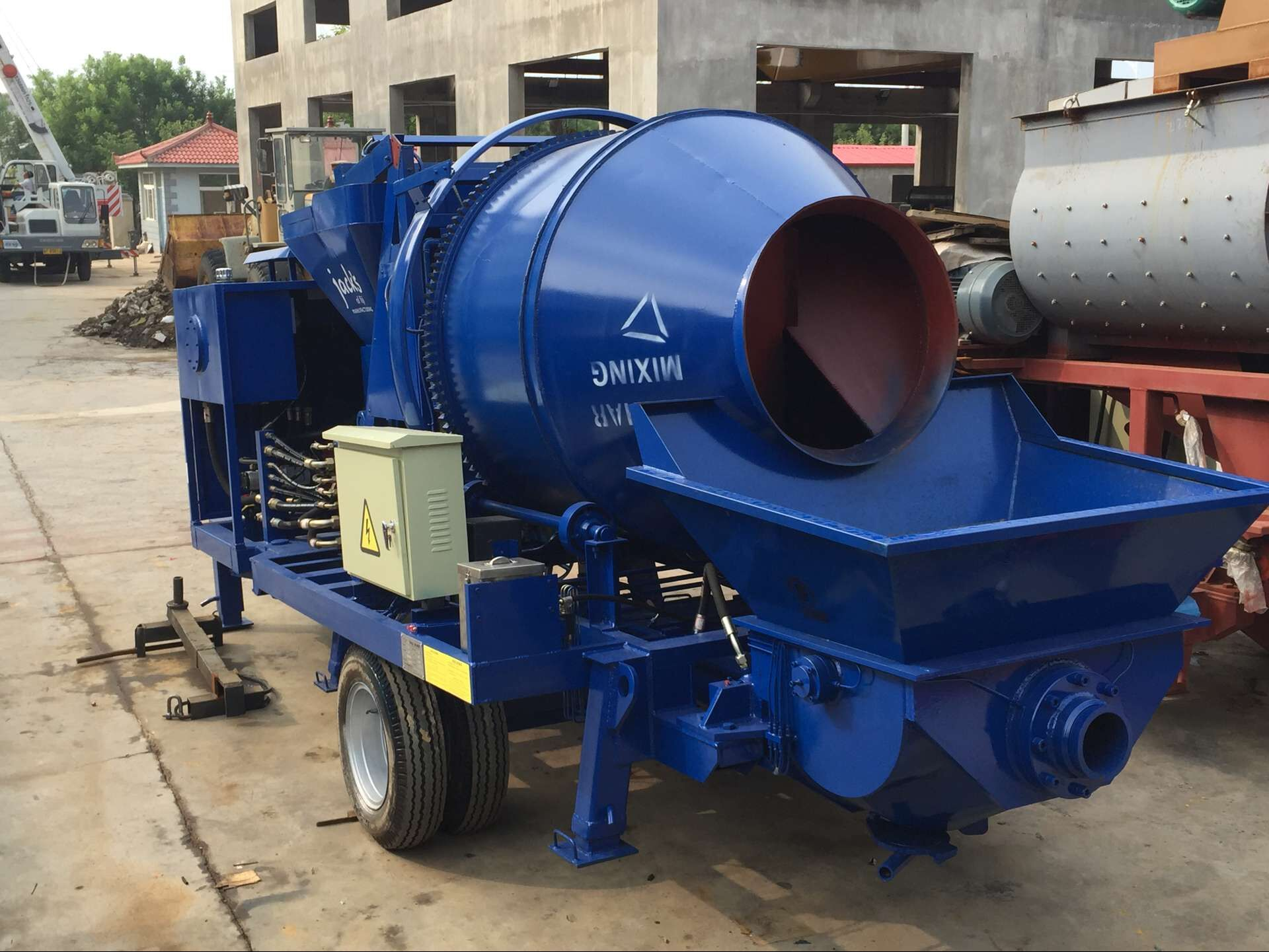 Mobile concrete mixer and pump